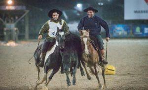 Carlos Loureiro de Souza montando Manta Pampa Tupambaé e Aluizio Perez montando Laçador Gringa, Bra