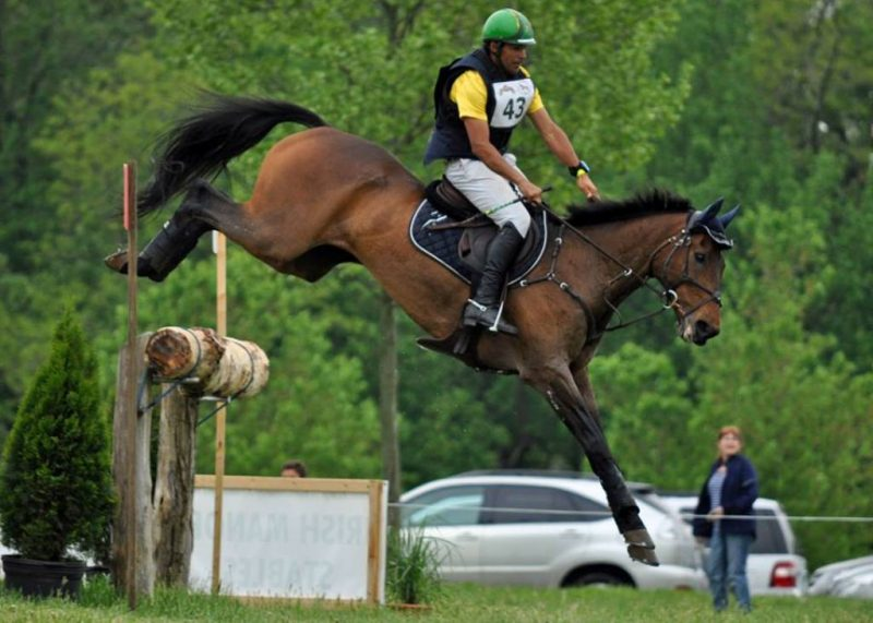 Nilson Moreira da Silva e Magnums Martini no cross country (Mackenzie Hah)