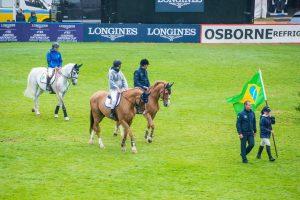 O Time Brasil liderado por Pedro Paulo Lacerda no desfile das Nações, England Jumping Course, Hickstead