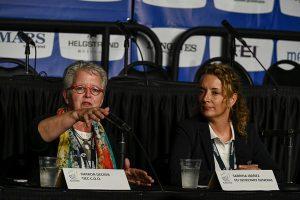 Sharon Decker, chefe de operações do Centro Equestre Internacional Tryon, e Sabrina Ibáñez, secretária geral da FEI, 2018 WEG. Imagens de Peter Nixon