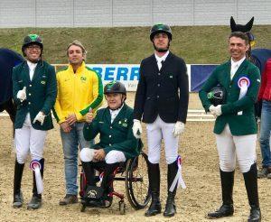 Sergio, Marcos, Tiago e Rodolpho com chefe de equipe Rodrigo Braga