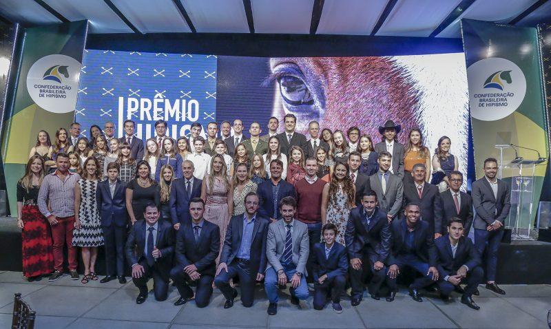 Flash de confraternização dos campeões do ranking e homenageados (Marcelo Pereira)
