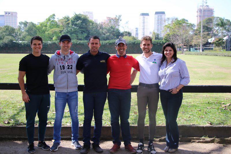 Equipe de Adestramento e a chefe de equipe na Hípica Paulista antes do embarque (C. May)
