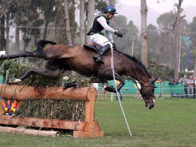 Brasileiro Ruy Fonseca sofre queda com o cavalo