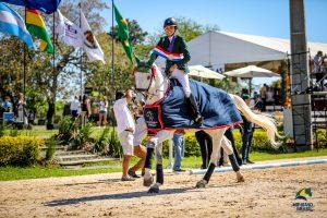 Carolina Chade com Flying High das Umburanas, campeã junior (Luis Ruas)