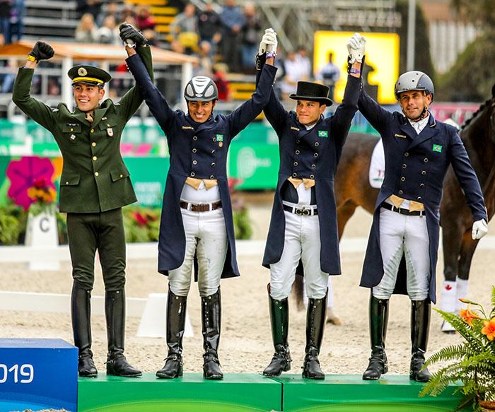 Equipe de medalhas de bronze no Brasil nos Jogos Pan-Americanos de 2019 João Victor Oliva, Pedro Almeida, Leandro Silva e João Paulo dos Santos. Foto de arquivo. 2019 CBH Luis Ruas