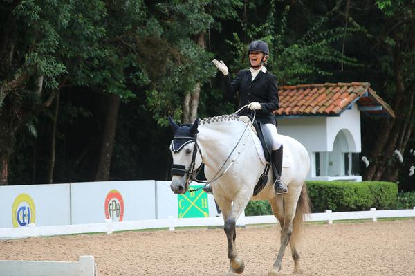 Fabiana Maroni com Garibaldo do Sasa vencedora Preliminar Amador (Carola May)