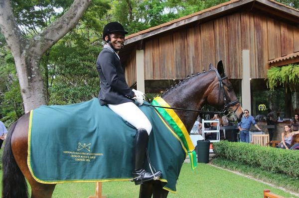 Renderson Silva com Senhorita VO, campeã cavalos novos 6 anos (Carola May)
